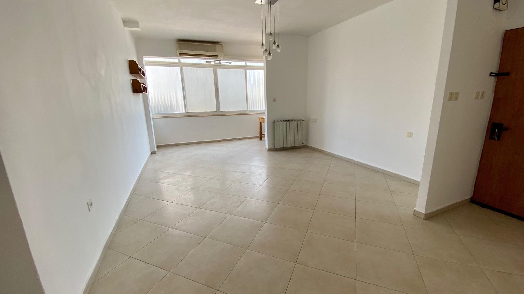 livung room (2)